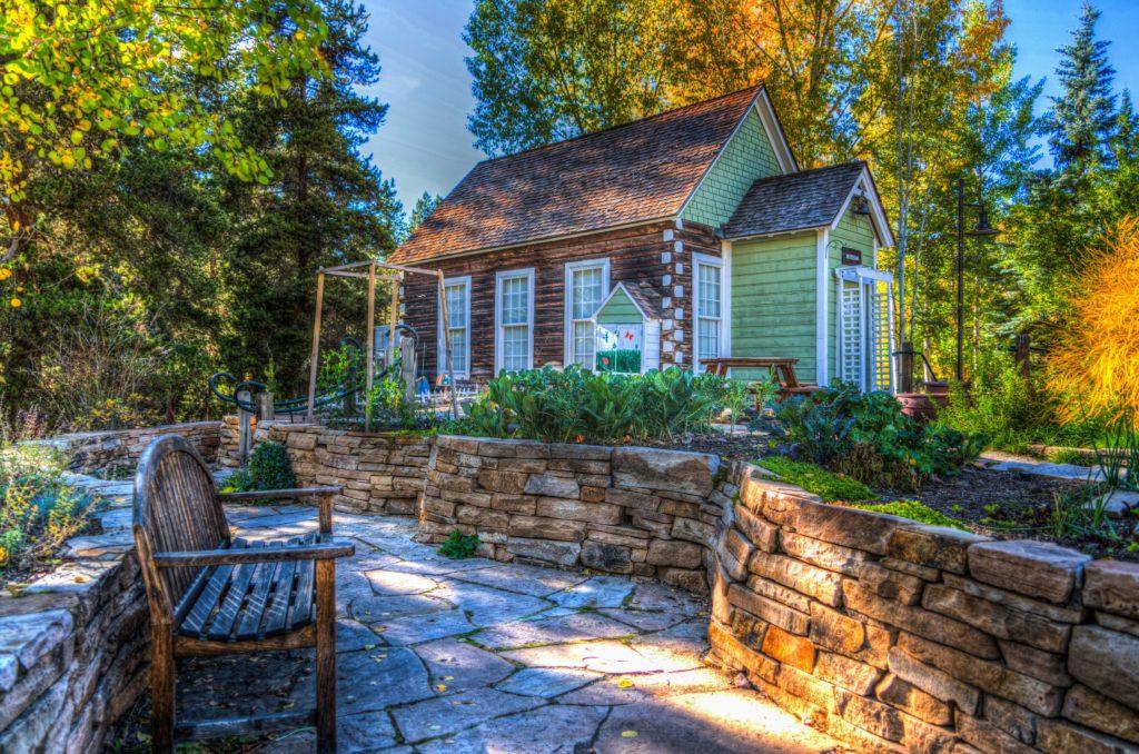Schönes grünes kleines Haus
